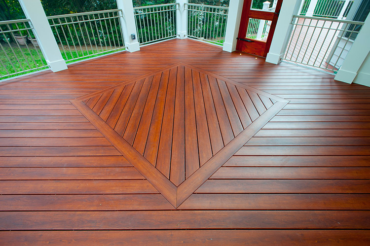 Five main advantages of zuri decking for Disadvantages of composite decking