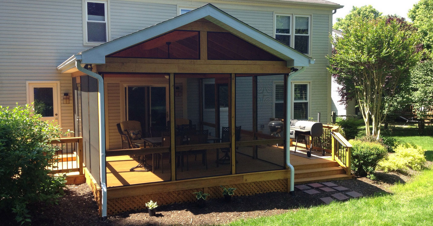Wooden Decks Vs Synthetic Decks For A Screened In Porch
