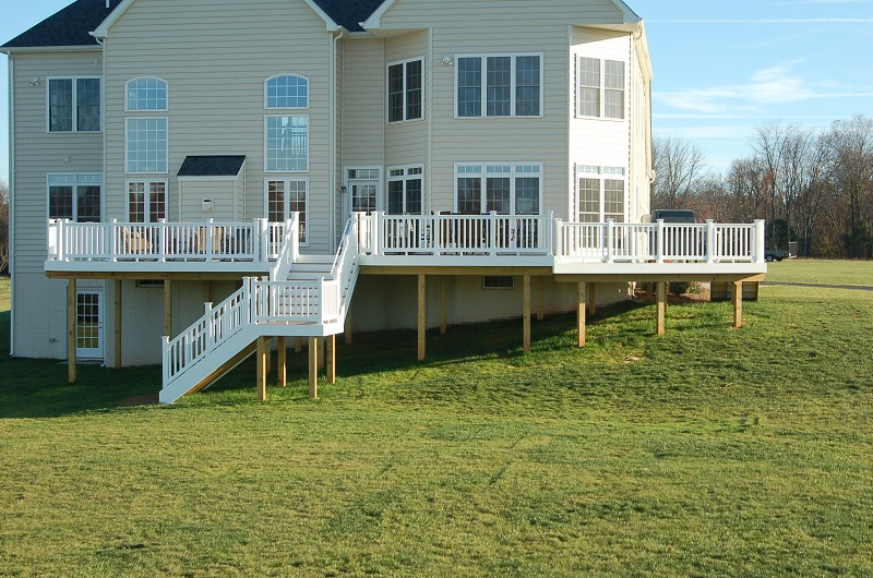 vinyl deck in Poolesville, Maryland photo AZEK special collection