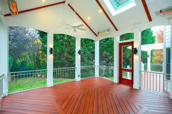 screened porch Bethesda, Maryland with Brazilia Zuri decking