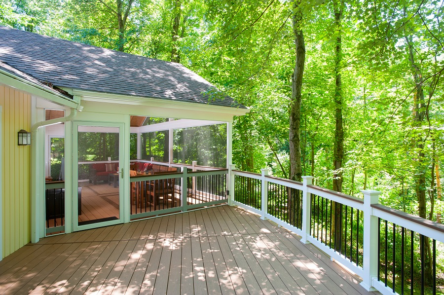 SCREENEZE screen room in Darnestown, Maryland with AZEK decking