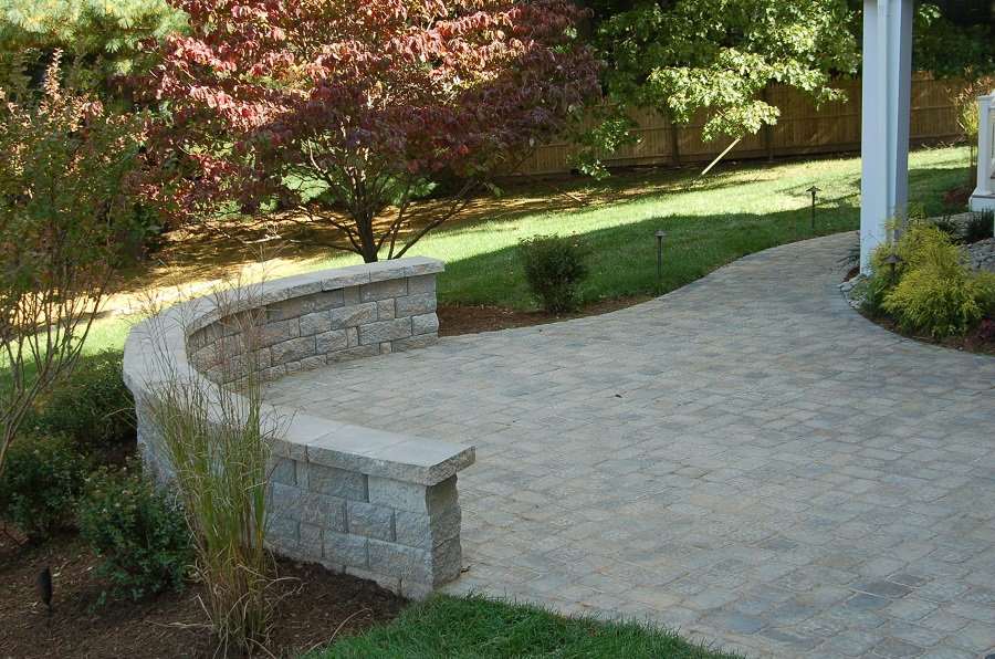 curved sitting wall builder in Potomac, MD with paver patio