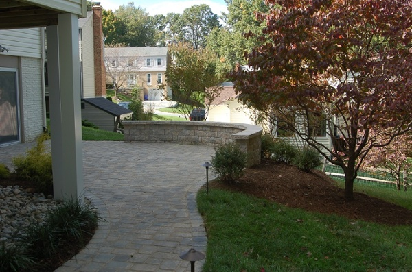 curved sitting wall builder in Potomac, MD with paver patio alternative photo
