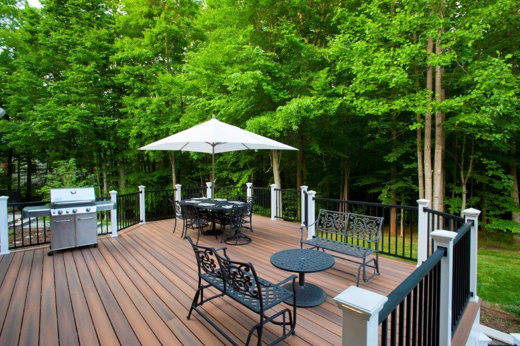 fiberon deck in virginia with black deckorators balusters and hidden deck fasteners