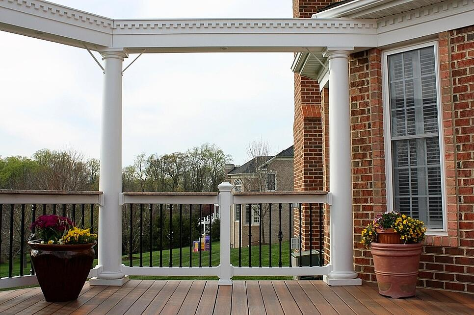 open-deck-fiberon-horizon-black-deckorators-balusters.jpg
