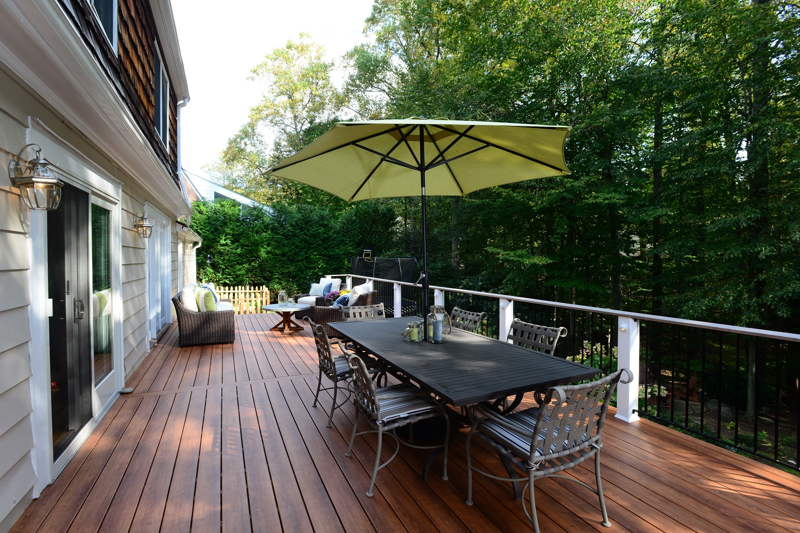 zuri_deck_and_hardwood_screened_porch (25)