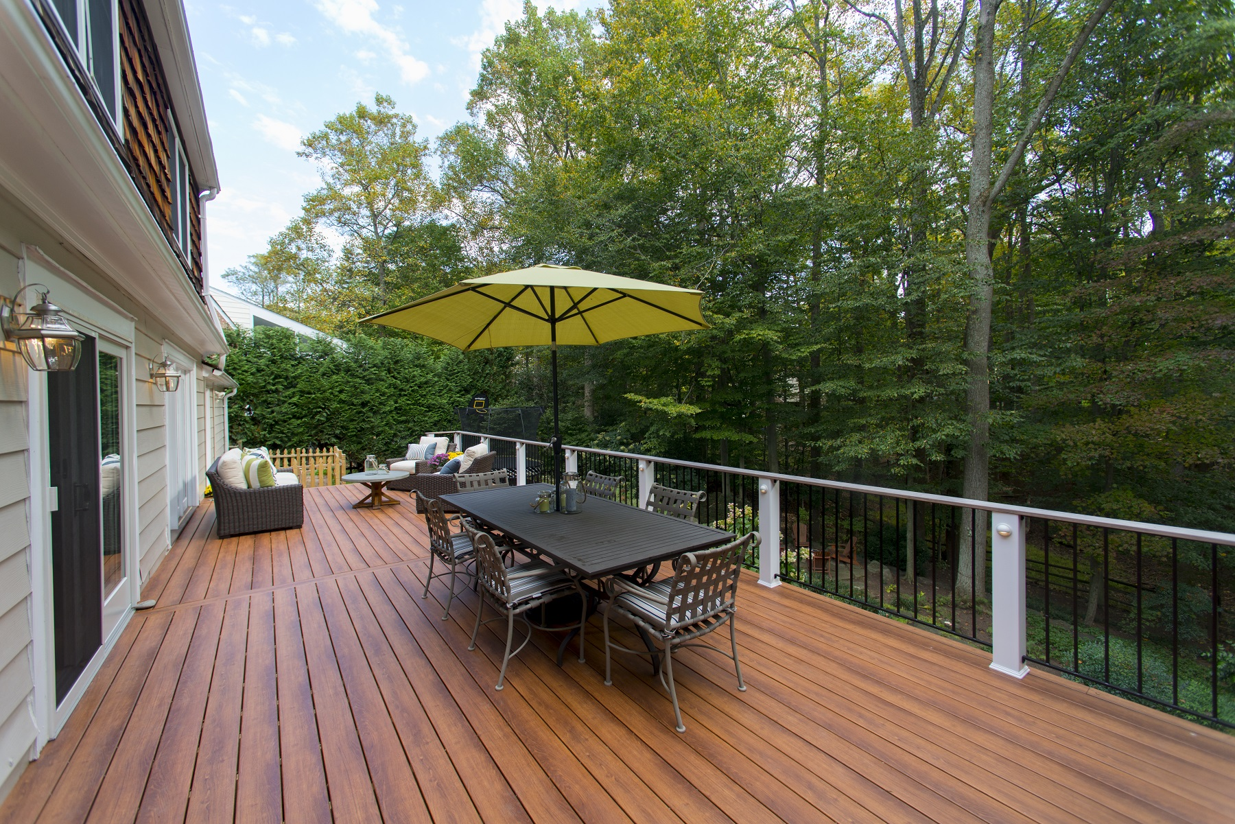 zuri_deck_and_hardwood_screened_porch (15)