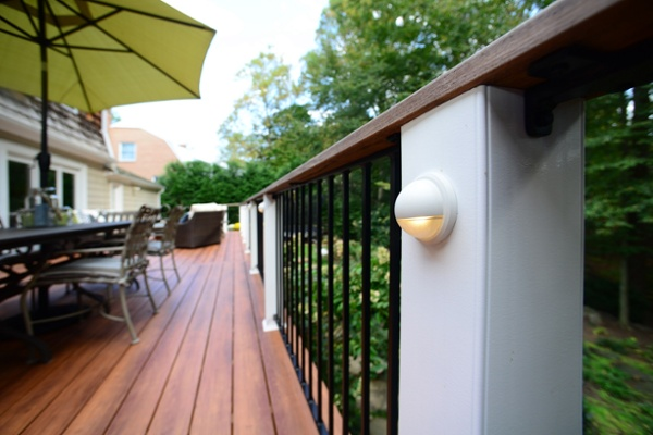 zuri_deck_and_hardwood_screened_porch (20)