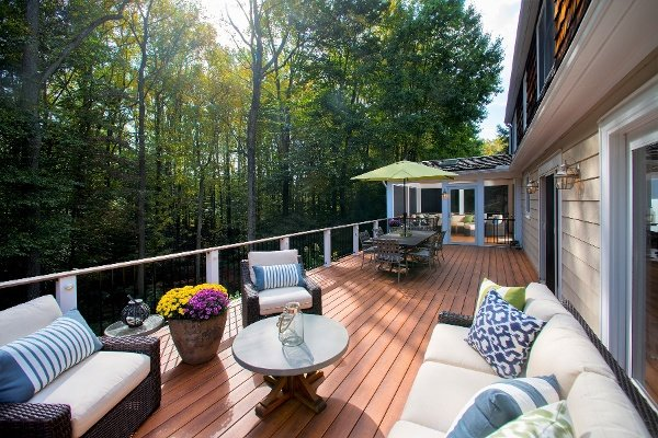 zuri_deck_and_hardwood_screened_porch (8)