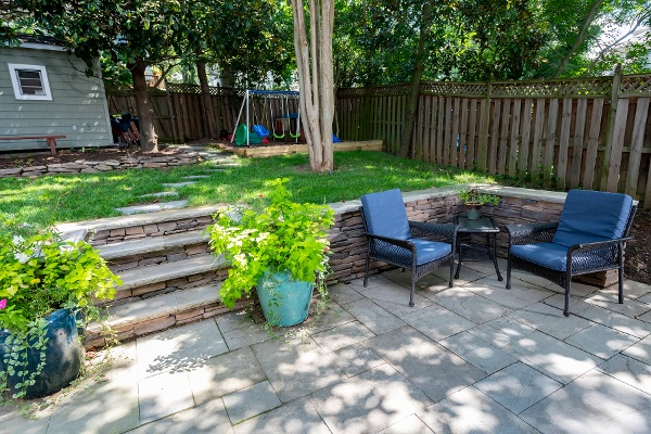 flagstone_patio_remodel_in_lush_green_backyard_washington_dc (5)