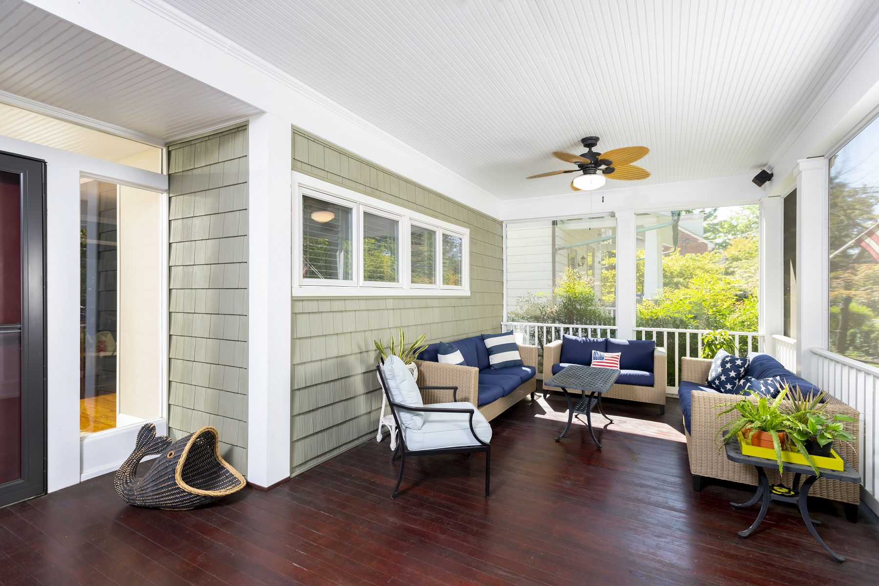 screened_in_front_porch_with_retractable_screen_doors_washington_dc (4)